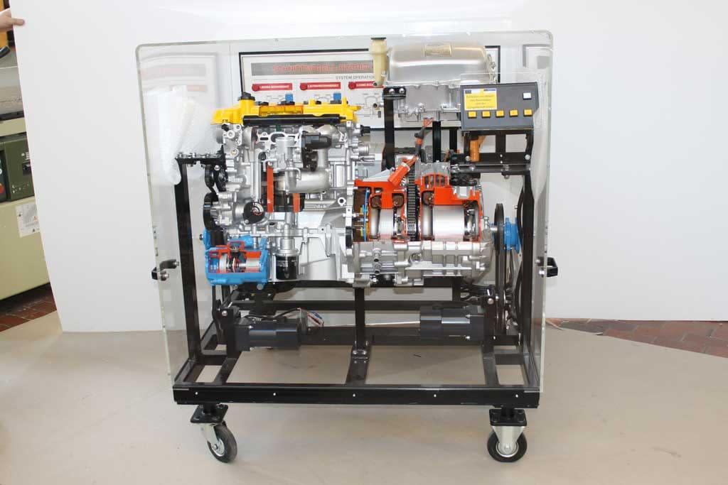 Schutzhaube aus Kunststoff für den Schutz einer Fertigungsmaschine.