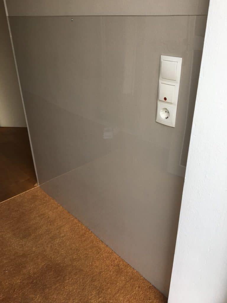 Wandverkleidung und Fliesenspiegel - auf Wunsch auch mit Foto-Digitaldruck auf PLEXIGLAS® - hochwertig und detailecht.