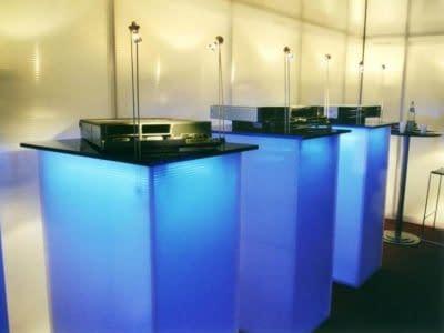 Beleuchtetes Kunststoffprodukt für Messe- und Ladenbau aus PLEXIGLAS® Traditionshanndwerk für die Verarbeitung von PLEXIGLAS®.