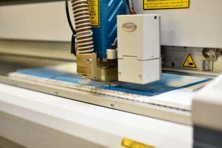 Kunststoffverarbeitung per Laser- Wir verarbeiten Kunststoffe für Industrie, Handwerk und Privat mit zahlreichen Verfahren, eines der genauesten ist der Laser-Zuschnitt.