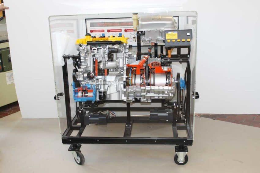 Schutzhaube aus Kunststoff für den Schutz einer Fertigungsmaschine. Kunststoffprodukte aus PLEXIGLAS® Makrolon®