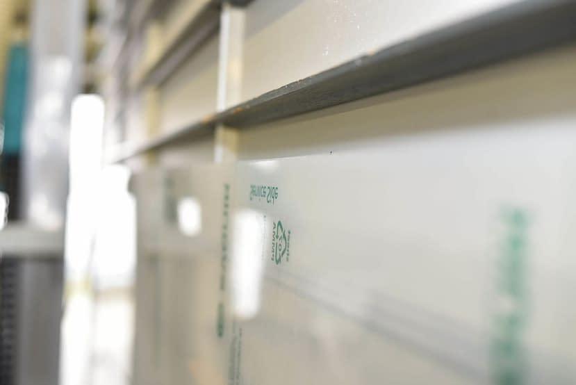 PLEXIGLAS® ist einer der vielseitigsten Kunststoffmischungen, er lässt sich nicht nur im Einzelhandel sondern auch für Industrie und Handwerk vielseitig einsetzen. Acrylglas-Trennscheibe.