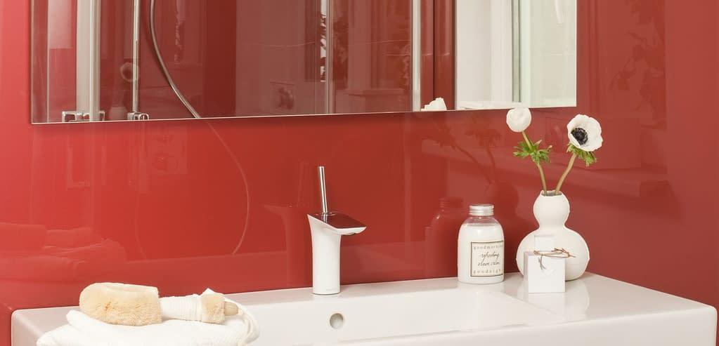 Fliesenspiegel und Wandverkleidung aus PLEXIGLAS®