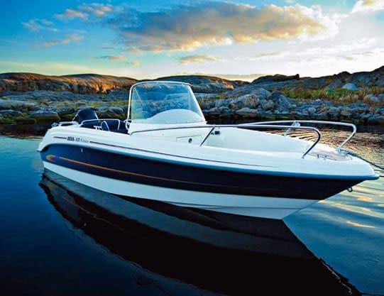 Wir bieten die passgenaue Anfertigung von Bootsscheiben/ Windschutzscheiben aus PLEXIGLAS®.
