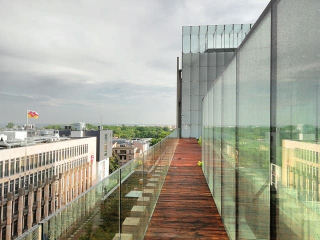 Balkonverkleidung aus Plexiglas©, Sichtschutz aus Acrylglas, Dächer und Verglasungen aus PLEXIGLAS